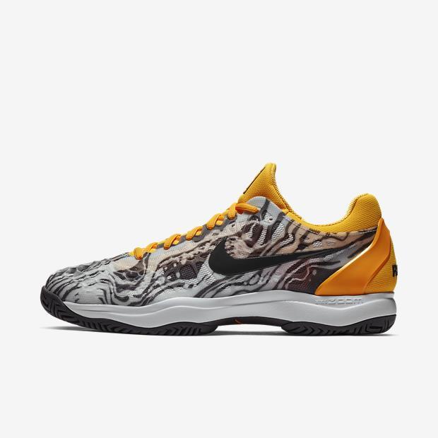 94e483cf02 Tênis Nike Air Zoom Cage 3 HC Rafa Preto  Amarelo